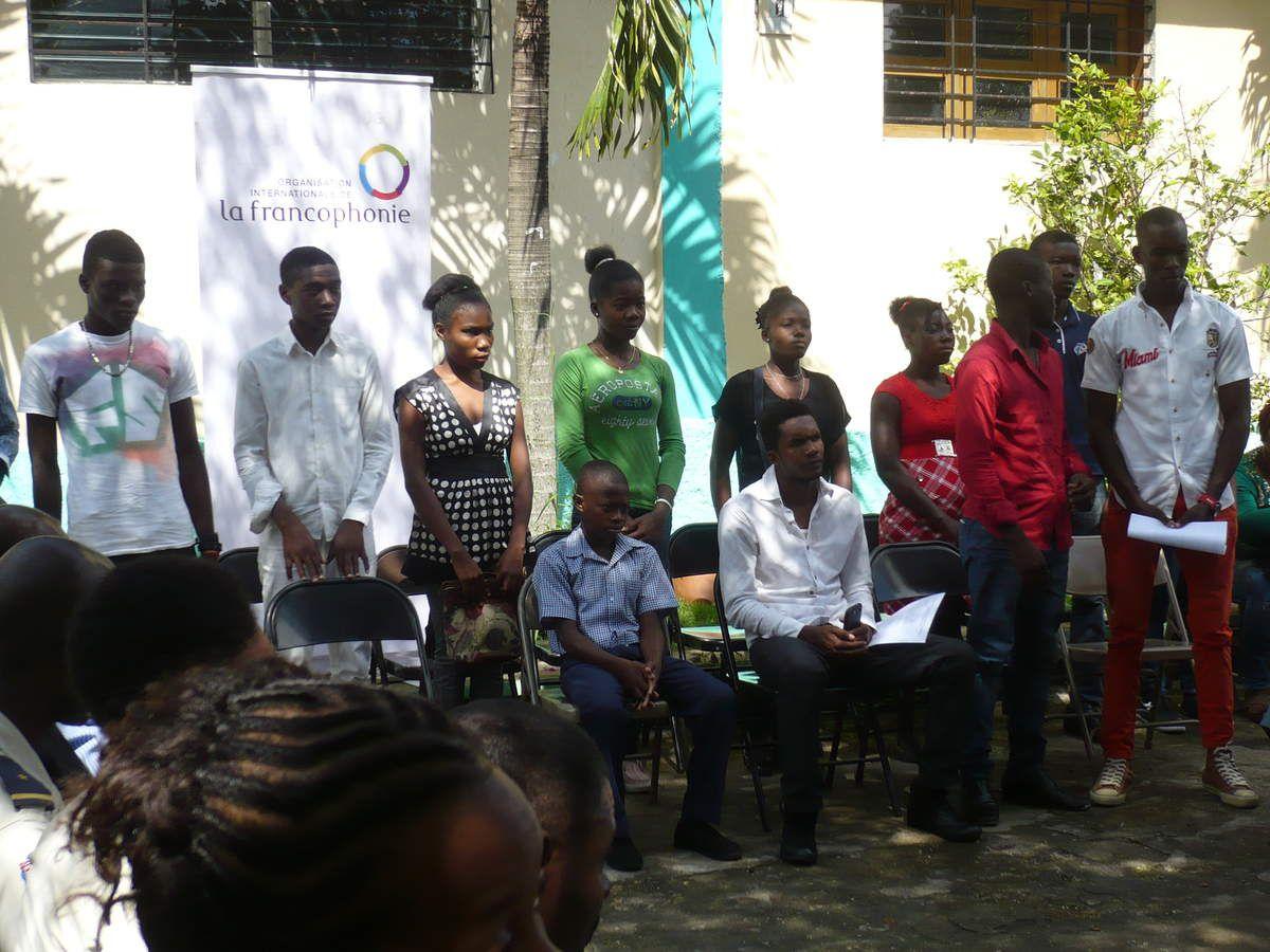 - élèves de la Fondation Sixto arrivés en troisième position - gagnants du prix - allocution du directeur