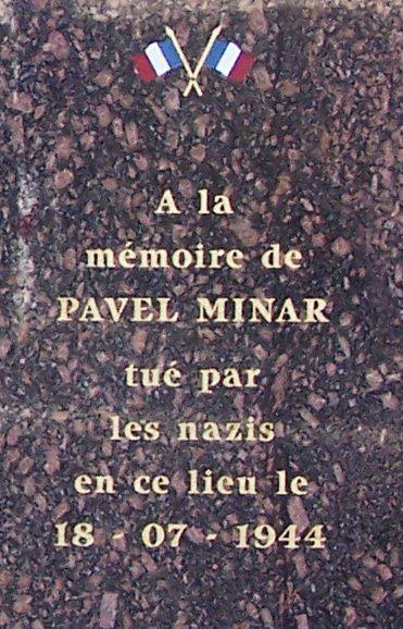 Stèle érigée en mémoire à Pavel Minar