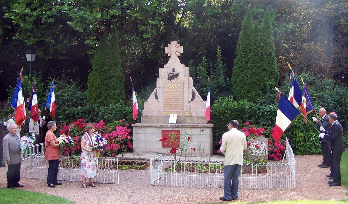 Commémoration de 2014 au monument aux morts de Veauce