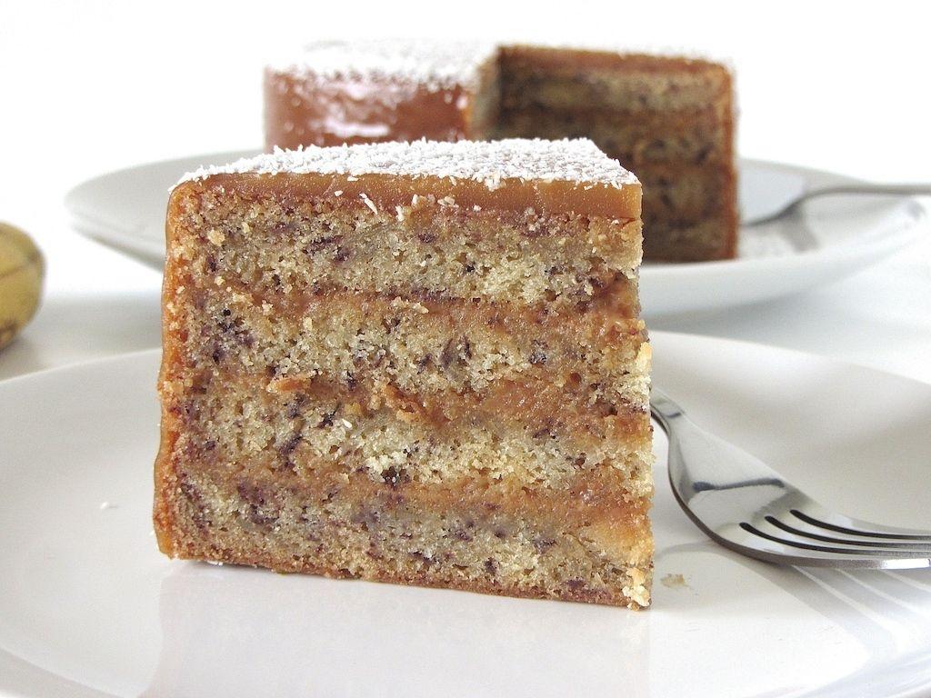 Gâteau multi couches à la banane et au caramel avec glaçage