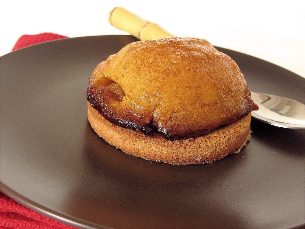 Pomme caramélisée au four sur sablé breton avec nappage au sirop de caramel maison