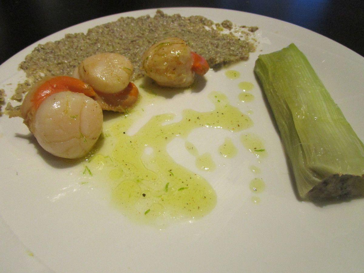 Cannelloni de poireaux, saint jacques rôtie et sa vinaigrette au citron vert