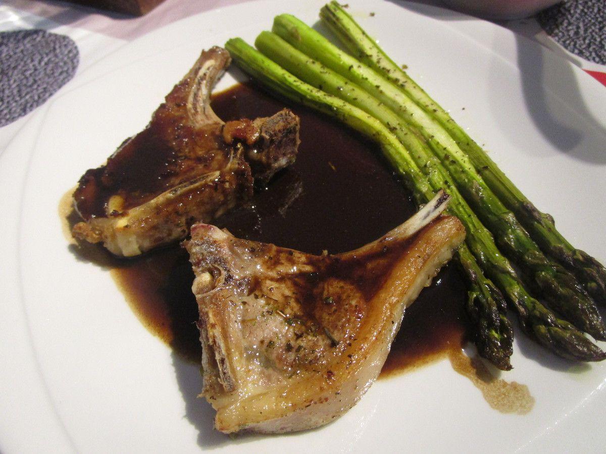 Côte d'agneau, asperge, jus vinaigré à la truffe