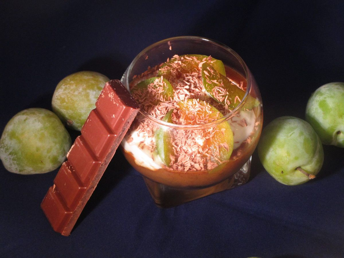 Verrine de prunes vertes à la vanille et sa chantilly