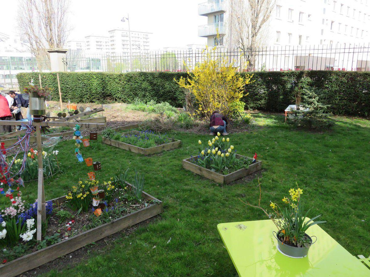 Reprise des ateliers de jardinage au foyer résidence des Tourelles
