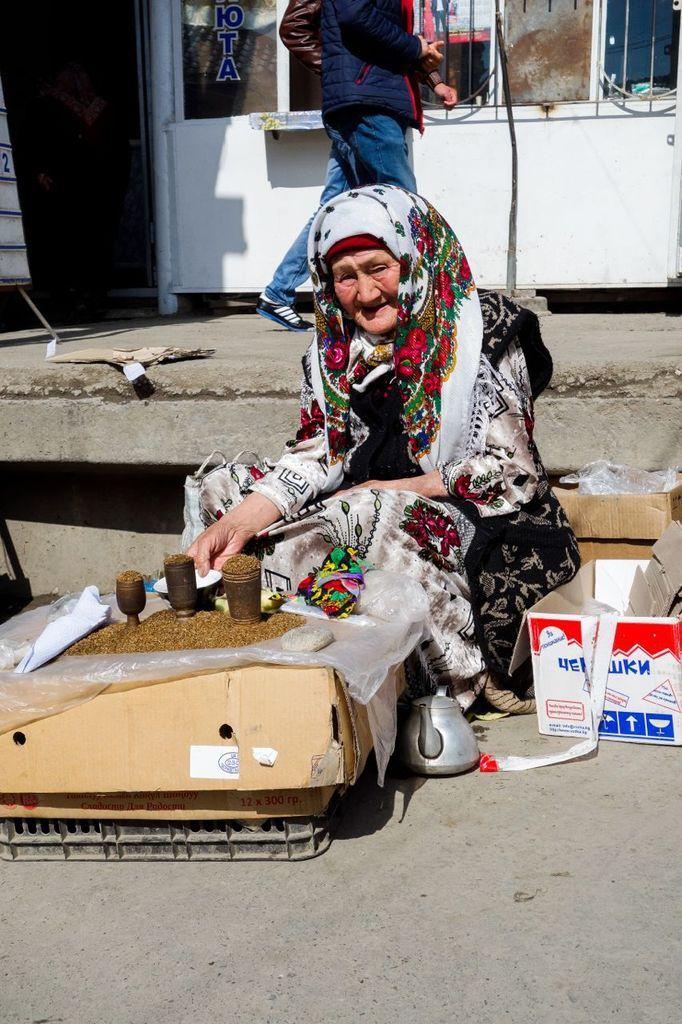 Kirghistan - scène de vie en ski mais aussi dans les villages, sur le marché d'Osh