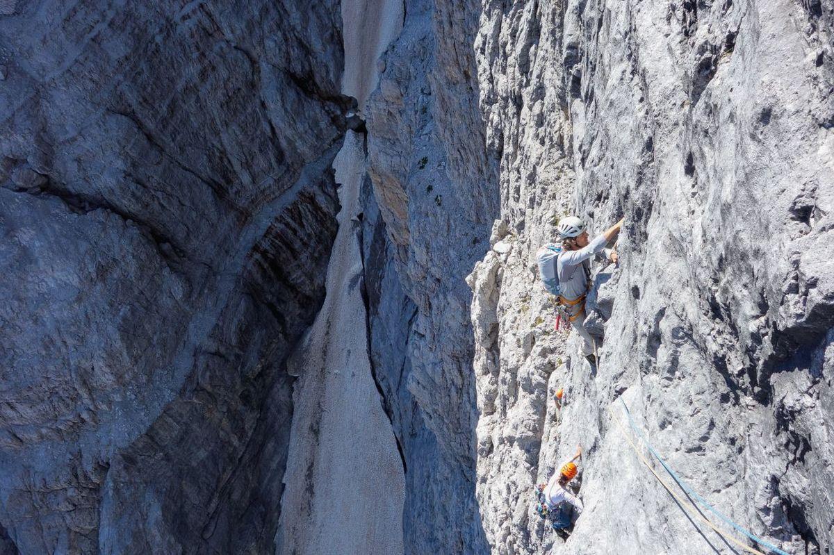 le Crozon del Brenta par la Via Del Guide. Une voie mythique avec un itinéraire osé. Un vrai voyage dans un océan de rocher.