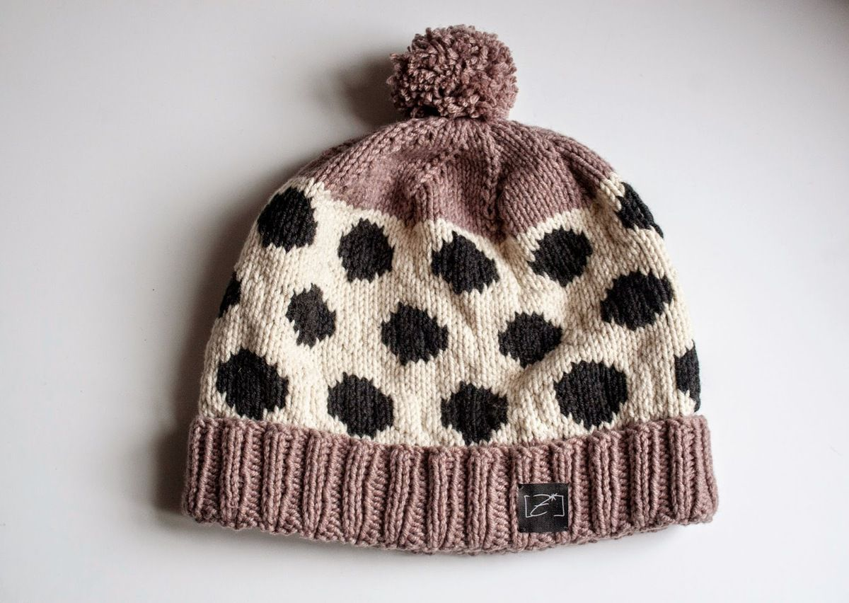 Dots hat (free pattern) by Zimbo