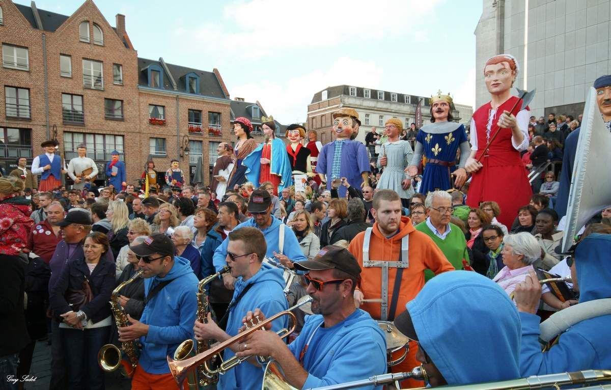 Quand lille renoue avec la ronde des g ants le blog de for Lille capitale des flandres