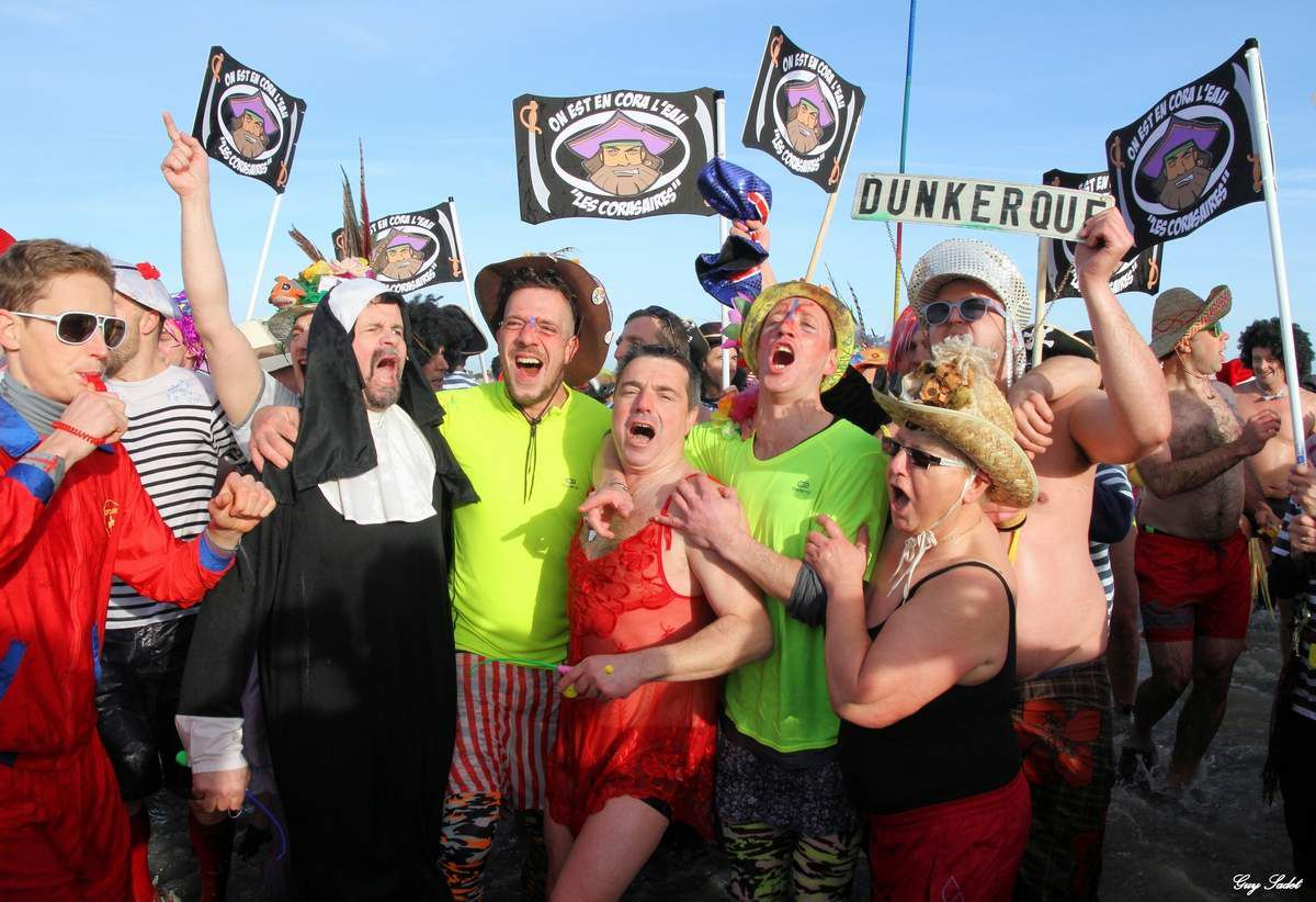 Le bain des « givrés » 2016 à Dunkerque