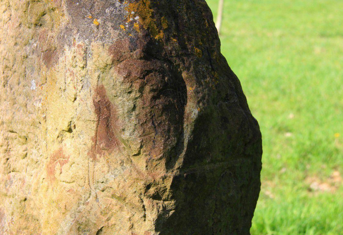 Une tête y était sculptée mais hélas vandalisée dans les années 70.