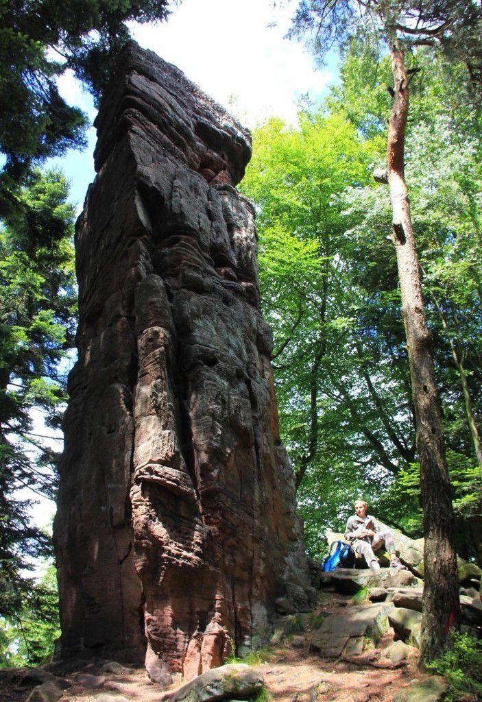 Le monolithe de la Spill fait près de dix mètres de haut !