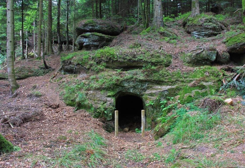 Les deux camps creusent la montagne pour s'approcher au plus près de l'ennemi pour les écouter puis pour les miner...