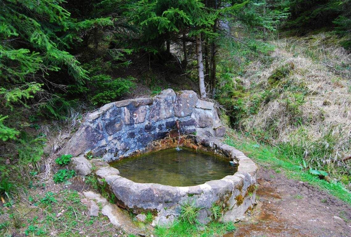 Une fontaine a été aménagée au lieu dit du sapin qui pisse