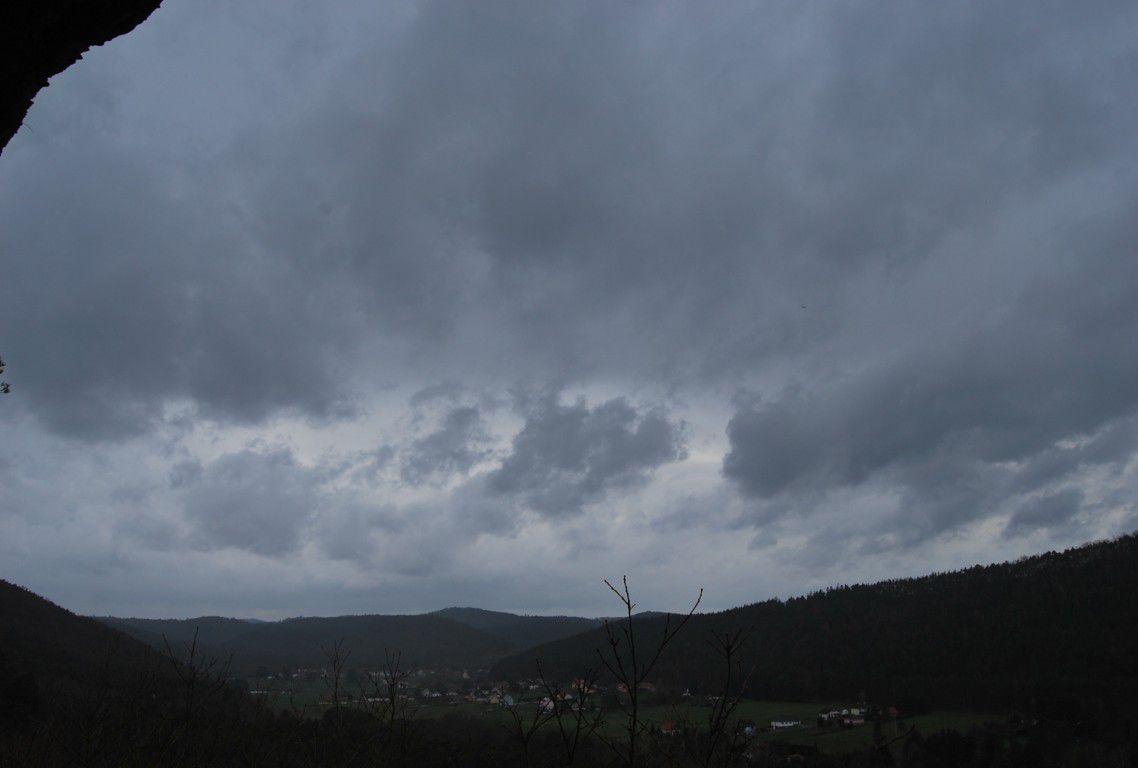 Gros nuages sur Eguelshardt et le Schwitzerlandel