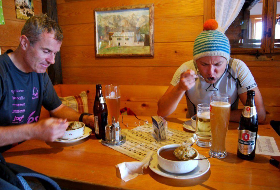Une bonne Knödel Suppe et une petite mousse ...
