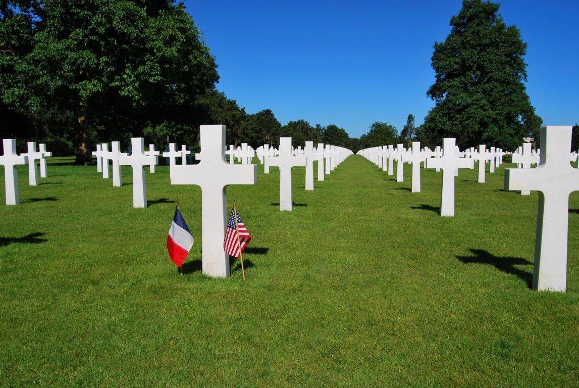 9386 soldats y reposent, juste au dessus d'Omaha Beach