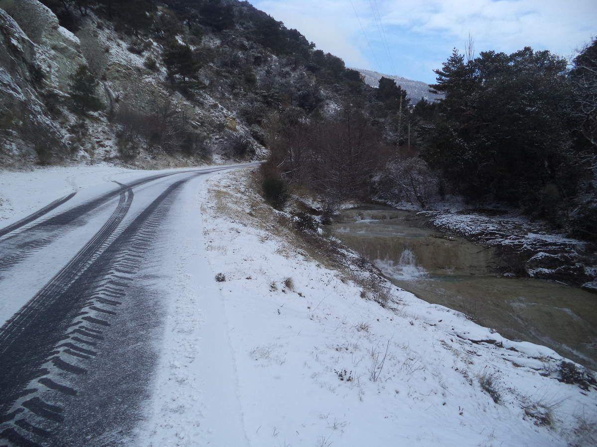 route de la combe de sauve, peu de neige mais route glissante