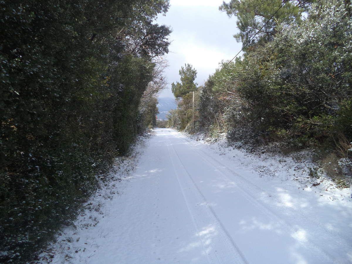 5cm de neige sur la route, génial !