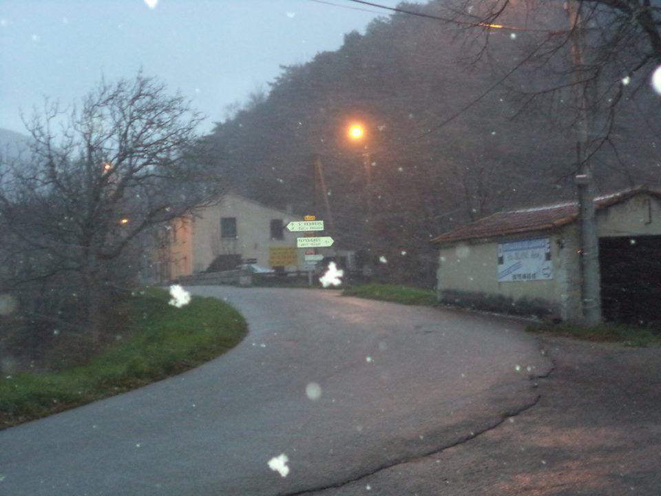 il neige depuis hier après-midi, ce matin à 7h toujours la tempête !