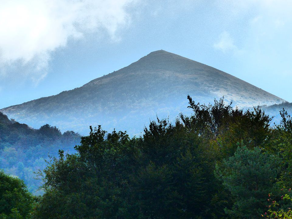 le Veyou, le sommet emblématique des Trois-Becs, du haut de ses 1589 mètres !