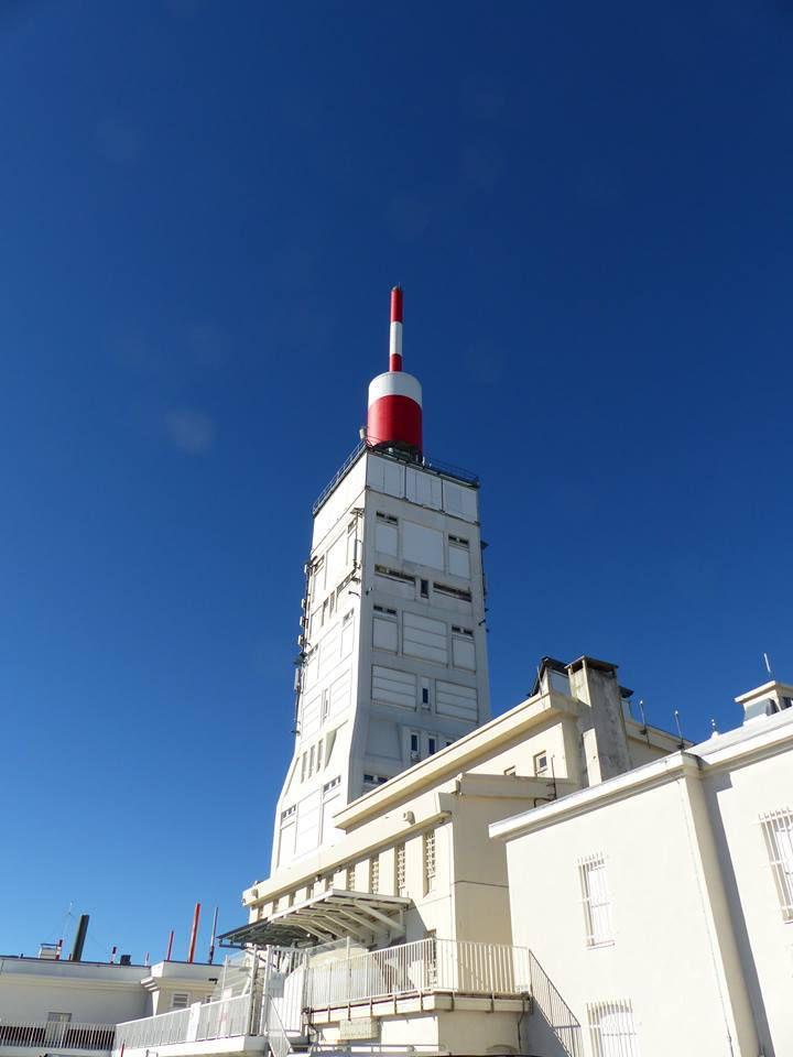la tour du Mont Ventoux, un monument atypique du département qui sert de relais pour la TV, le téléphone et de site militaire entre autres