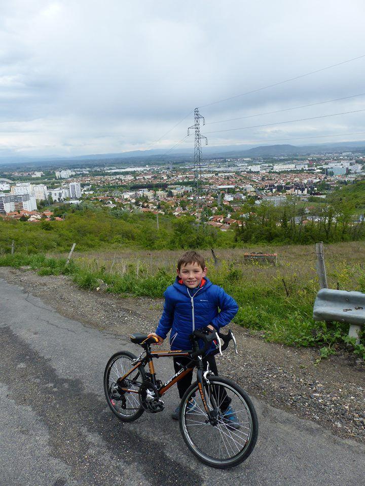 on pose devant Clermont Ferrand