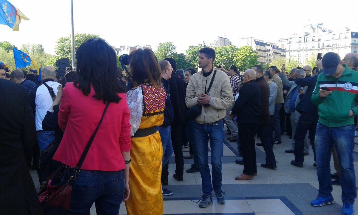 les photos de la levée du drapeau kabyle
