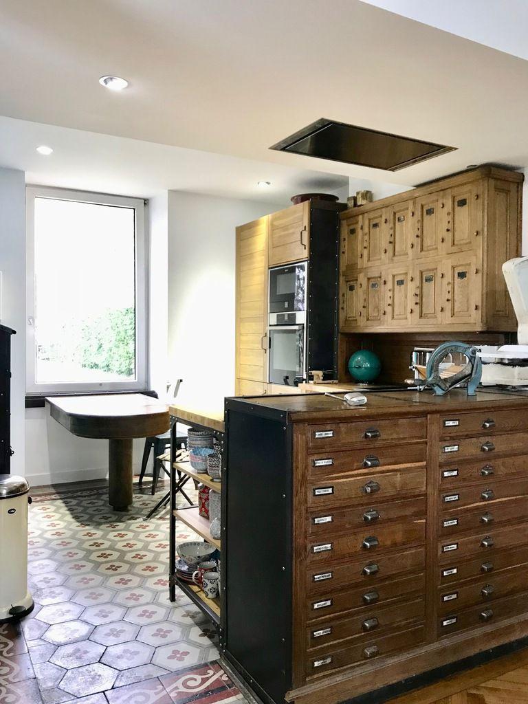 cuisine int gr e 39 art et metier 39 ch ne metal rivet 10 portillons 1950 2018 mettetal industry. Black Bedroom Furniture Sets. Home Design Ideas
