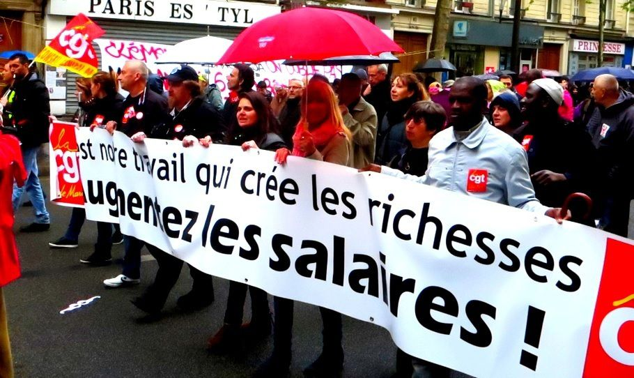 A PARIS, le 1er MAI 2015 :  Beaucoup de monde sur le pavé parisien malgré la pluie