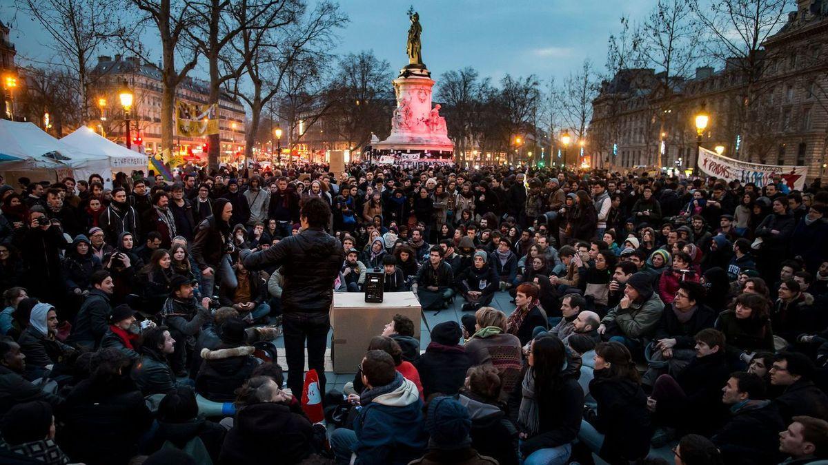 """Pour la quatrième nuit consécutive, le collectif """"Nuit Debout"""" occupe la place de la République à Paris et mardi 5 à Toulouse"""