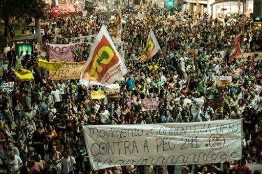 Brésil : manifestation populaires contre le gel des dépenses publiques
