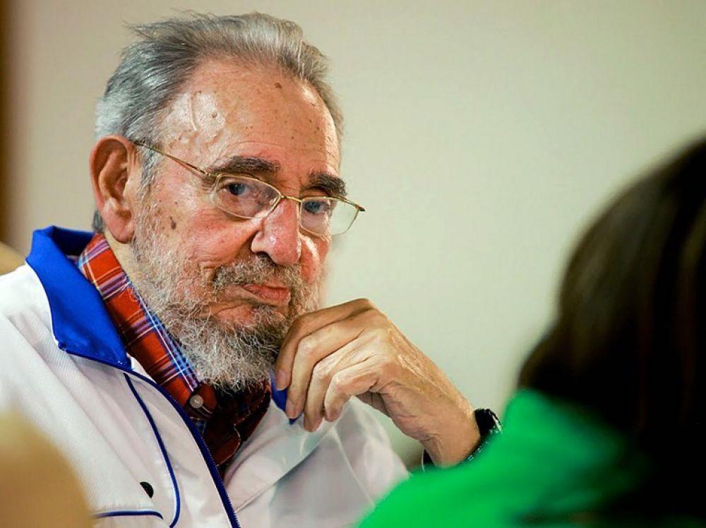 Fidel Castro rencontre le président vietnamien Tran Dai Quang, le 15 novembre 2016, à Cuba.  (ALEX CASTRO / COURTESY OF GRANMA / REUTERS)