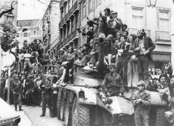 Mário Soares, l'homme de la CIA contre la Révolution des Œillets est mort...Plus les souvenirs personnels de Jean LEVY, présent le 1er mai 1974 à Lisbonne, qui assurait le lien entre la CGT et les syndicats clandestins portugais sous la dictature de Caetano, et qui avait rencontré Mario Soares réfugié à Paris