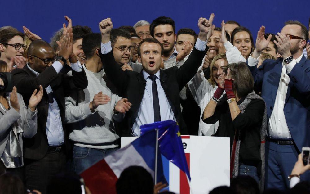 Présidentielle : Macron fait le show à Bobobino