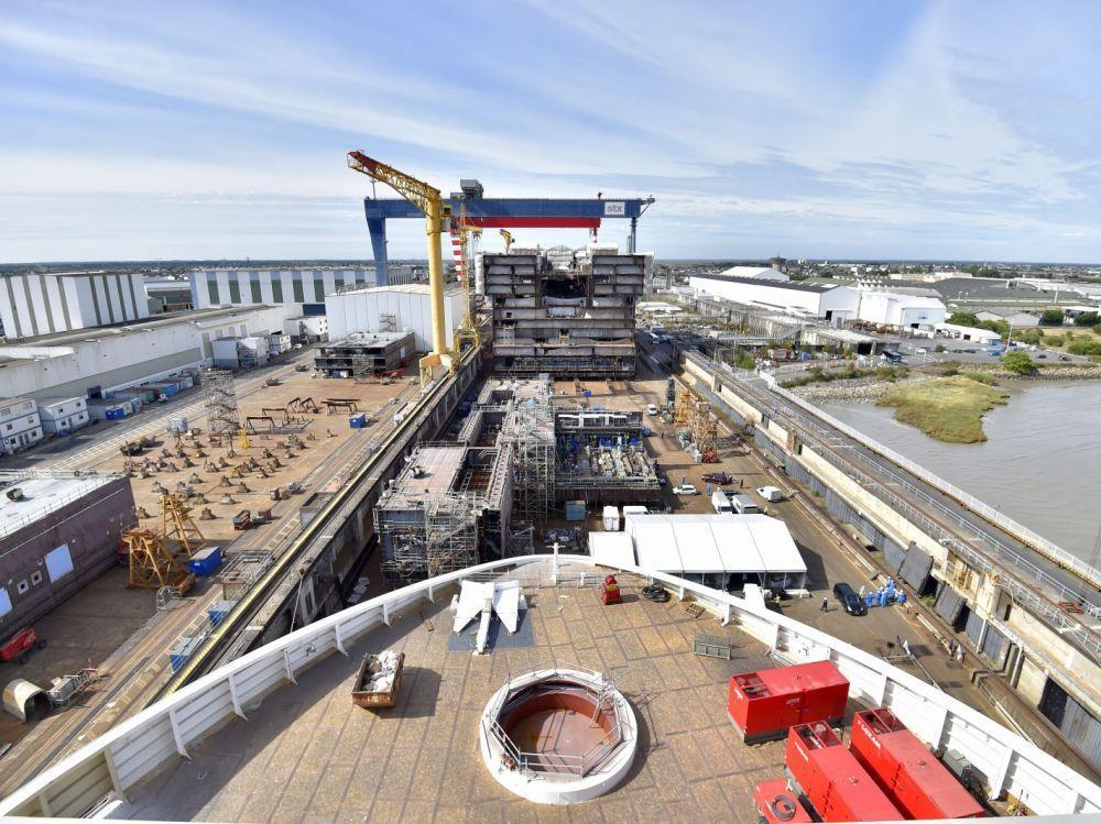 Construction du Oasis 4 sur les chantiers navals STX de Saint-Nazaire LOIC VENANCE / AFP