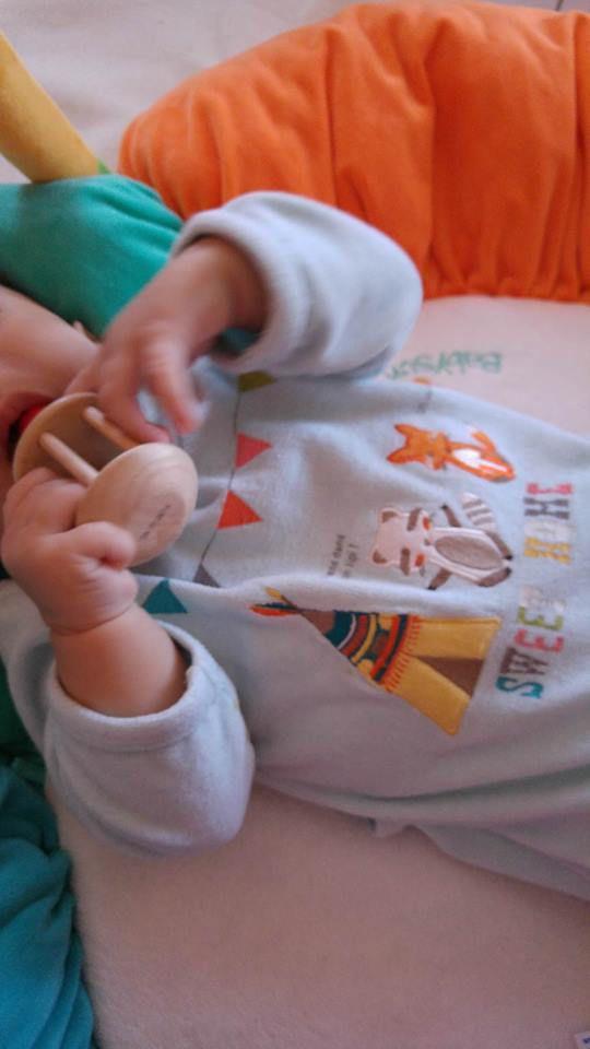 Le hochet à grelot Montessori