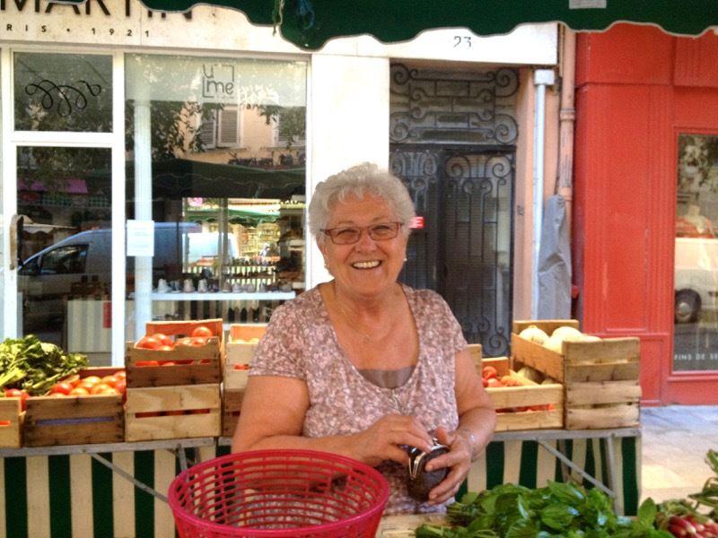 Françoise, ses légumes bio et ses oeufs ++