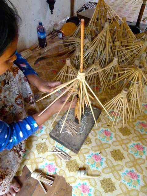 papier et ombrelles à Pindaya