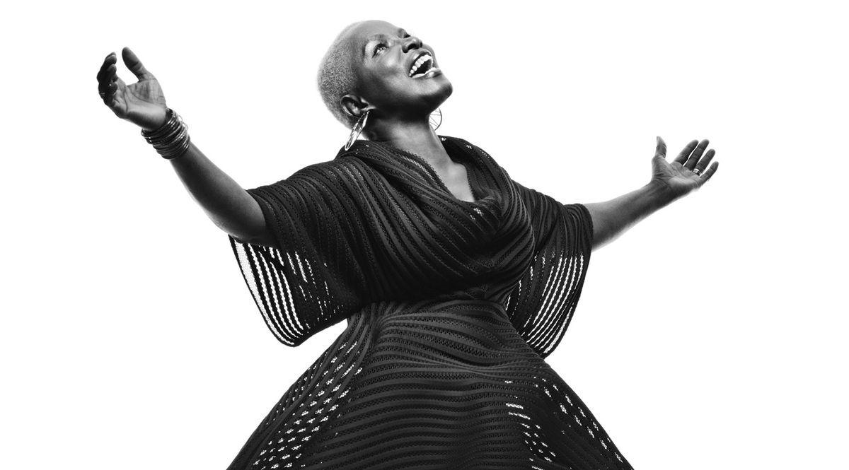 Angélique Kidjo,  «La femme africaine est la colonne vertébrale de l'Afrique.»