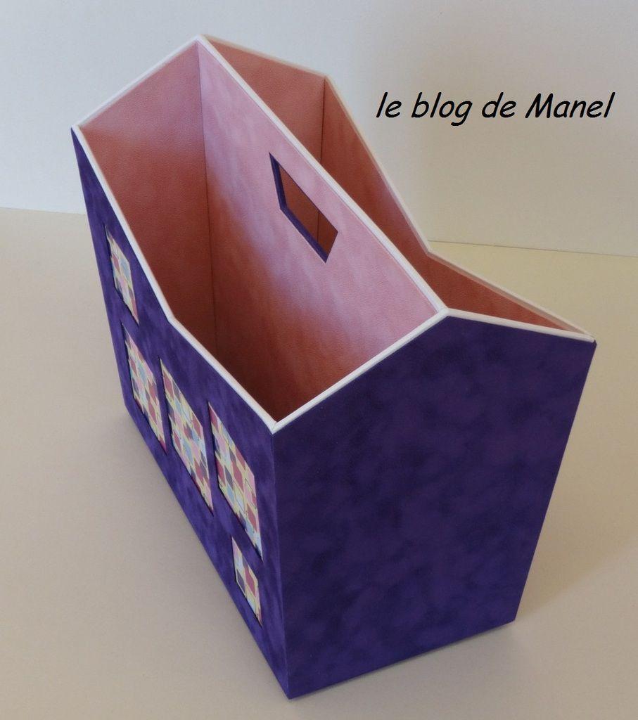 DANIELE L. / ELEVE DE MANEL / PORTE REVUE