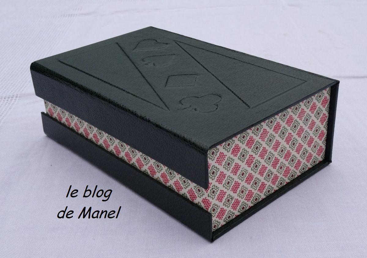 LES CARTONNAGES DE MANEL / BOITE A JEU DE CARTES