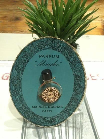 Pastille Rochas sur carte : parfum Mouche