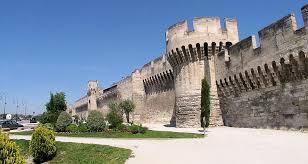 ... puis les murs d'Avignon...