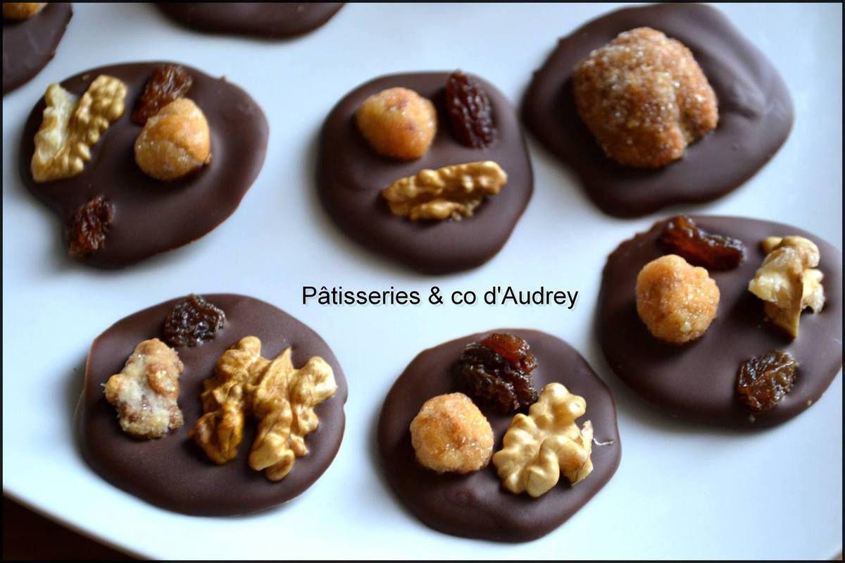 Mendiants Noix ,raisins sec ,et chichis (noisette et noix ) avec Les Bonbons de Julien