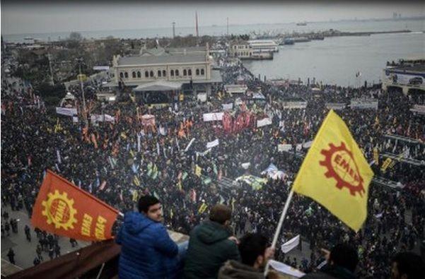 TURQUIE : Des dizaines de milliers de MANIFESTANTS à Istanbul pour défendre l'éducation laïque