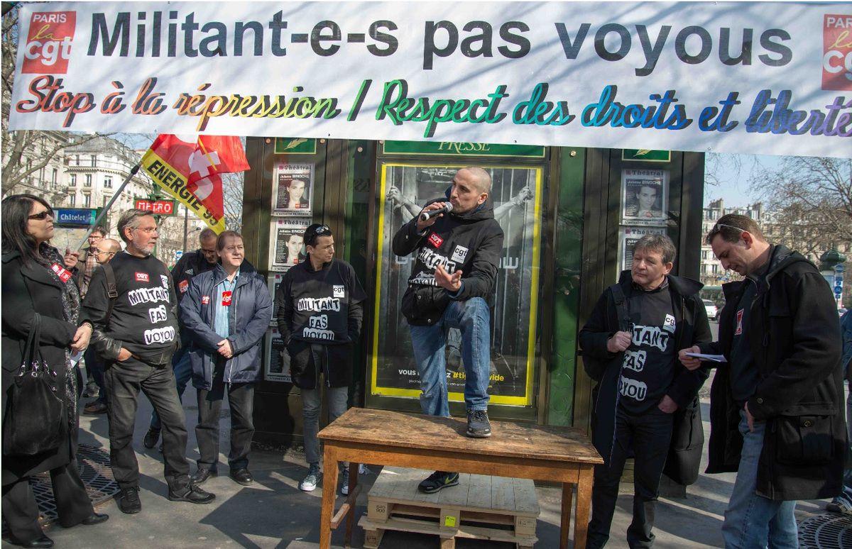 Rassemblement de soutien aux 5 militants sanctionnés - place du Châtelet à Paris le 17 mars 2015