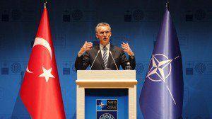 Le Secrétaire général de l'OTAN Stoltenberg lors d'une conférence de presse à la réunion des ministre des Affaires étrangères de l'OTAN à Antalya , en Turquie le 13 mai 2015. ( Reuters )