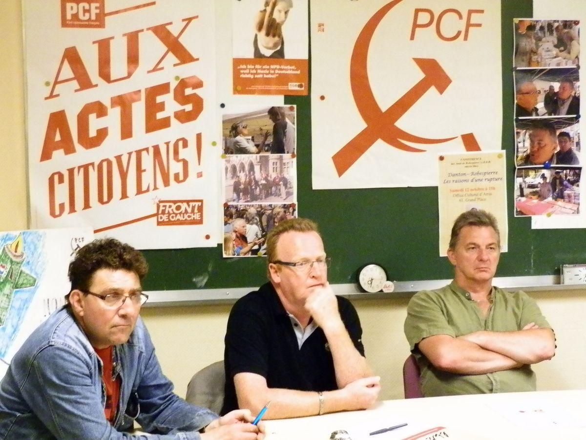 Hervé Poly (au centre de la photo) en réunion avec ses camarades