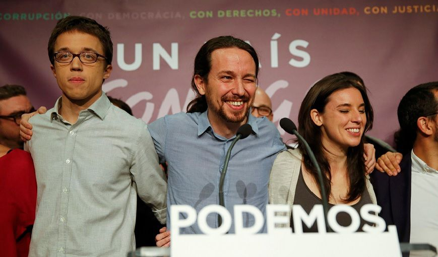 au centre de la photo : Pablo Iglesias, leader de Podemos (source: publico.es)